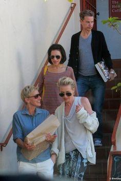 OMG OMG OMG LOOK ! Portia's hand in Ellen's pocket, I can't handle it !! Ellen And Portia, Portia De Rossi, Human Kindness, Ellen Degeneres, Celebs, Celebrities, Popcorn, Love Her, Handle