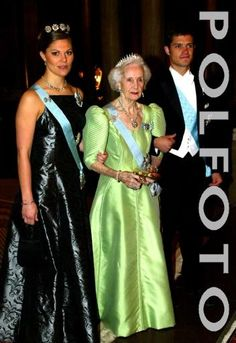 Crown Princess Victoria wears the 4-Button Tiara for a Representatives dinner in January 2003.