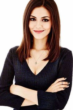 Victoria Justice hair and makeup