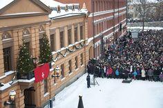 Christmas Peace is declared from Turku's Vanha Suurtori. Perinteinen joulurauhan julistus keräsi jälleen Turun Vanhalle Suurtorille reilusti yli 10 000 kuulijan joukon. Julistuksen luki kymmennettä kertaa uransa aikana Turun apulaiskaupunginjohtaja Jouko K. Lehmusto. (1024 × 682)