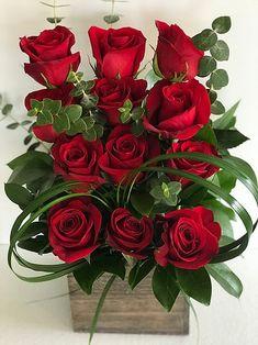 Beautiful Flower Designs, Beautiful Rose Flowers, Unique Flowers, Love Flowers, Diy Flowers, Contemporary Flower Arrangements, Unique Flower Arrangements, Red Rose Wine, Happy Marriage Anniversary