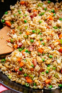 Easy Fried Rice with crispy bacon, fluffy eggs and a nice kick of garlic. Better than take out and so easy to make! Why go out when you can have the best fried rice right at Bacon Fried Rice Recipe, Fried Rice With Egg, Shrimp Fried Rice, Vegetable Fried Rice, Bacon Recipes, Cooking Recipes, Vegetable Dish, Fried Rice Recipe Chinese, Bacon Food