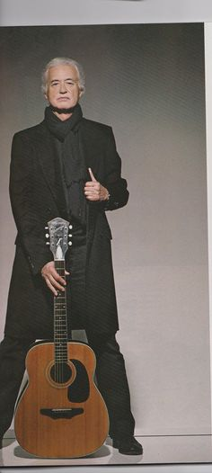 """Jimmy Page A présent, Jimmy porte ses écharpes à la manière de """"tout le monde"""", alors que j'essaie de les porter comme """"Jimmy Page"""" ! C'est pas tous les jours facile..."""