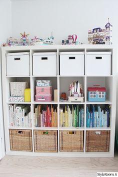 valkoinen,lastenhuone,kirjahylly,säilytys,hylly