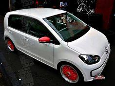 VW up! rebaixado com rodas BBS vermelhas aro 17   Lowered white VW up! with 17-inch red BBS replicas