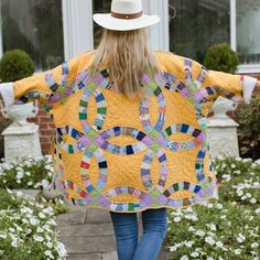 Old Quilts, Vintage Quilts, Fashion Idol, Diy Fashion, Quilted Clothes, Quilted Jacket, Quilted Coats, Patchwork Dress, Coat Patterns