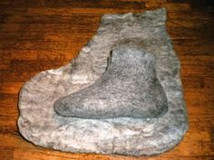 Wet felted boots, molded to your foot. While vikings did make felt, I don't know if they made boots like this. More research needed! Felt Boots, Felted Slippers, Crocheted Slippers, Needle Felting Tutorials, Wet Felting, Felt Art, Fabric Art, Felt Crafts, Wool Felt