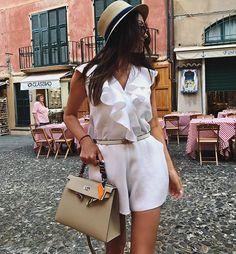 WEBSTA @ alenushka_live - Святое дело обновить гардеробчик в порту🦋🦋🦋 Прогуляться среди уютных маленьких местных магазинчиков 🙌опять выбрала  белый 😝 ну ничего не могу с собой поделать - белый цвет- мое счастье и мой комфорт 🙌☺️