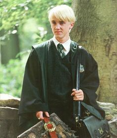 This is draco malfoy from harry potter Harry Potter Tumblr, Draco Harry Potter, Harry James Potter, Magia Harry Potter, Harry Potter Icons, Mundo Harry Potter, Rowling Harry Potter, Harry Potter Aesthetic, Harry Potter Pictures