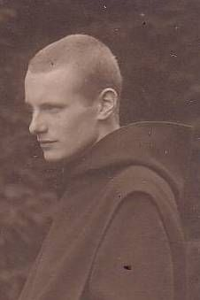 Prince Max-Emmanuel de Thurn et Taxis (1902-1994) fils de l'archiduchesse Margareth Clémentine et du prince Albert. Moine bénédictin.