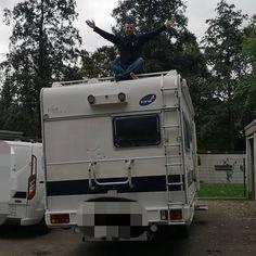 Wir haben uns getraut. In Zukunft auf Tour mit einem 1997er Viva Troter auf Fiat Ducato Basis. 23 Jahre alt mit dem ein.oder anderen Schönheitsfehler aber mit rund 80.000 KM auf der Uhr noch gut in Schuss. #sehnsuchtwelt #wohnmobil #camping #camper #familiencamping #campingmitkindern #campingwithkids #fiatducato Alter, Recreational Vehicles, Instagram, Longing For You, Future, Rv, Round Round, Camper, Campers