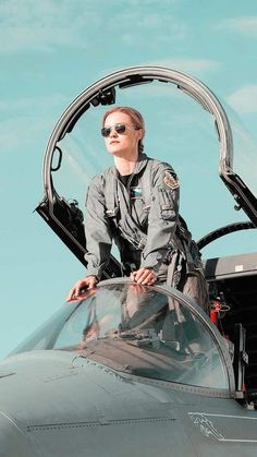 Brie Larson took several months to decide if she wanted to portray Carol Danvers in the Marvel Cinematic Universe. Ms Marvel, Marvel Avengers, Marvel Women, Marvel Dc Comics, Marvel Heroes, Brie Larson, Marvel Characters, Marvel Movies, Marvel Comics Wallpaper