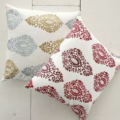 Blocked Paisley Pillow - I'm thinking of finding a stencil, some fabric paint and making my own.