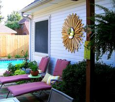 Bring the design outdoors with a simple DIY of an oversized sunburst mirror. Convex Mirror, Diy Mirror, Starburst Mirror, Sunburst Clock, Mirror Inspiration, Cozy Patio, House Of Turquoise, Acrylic Mirror, Garden Crafts