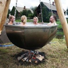 Boiler Pot Hot Tub There is Jacuzzi and jacuzzi . You can also visit our sauna, jacuzzi and steam Outdoor Baths, Outdoor Tub, Outdoor Showers, Outdoor Fire, Garden Cottage, Garden Hoe, Diy Garden, Garden Projects, Wood Projects