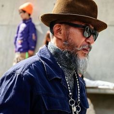 Seoul Fashion Week Street Style Highlighted Strong Graphics & Standout Sneakers: Alongside tactical looks and tailoring. Seoul Fashion, Paris Fashion, Ashley Williams, Yeezy 500, Best Sneakers, Cowboy Hats, Street Style, Fashion Trends, Style Fashion