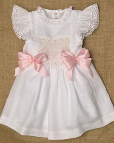 Classic baby girl dress, perfect for baptism or birthday. Your baby will look like a princess. Made with 100% cotton fabrics and Swiss lace. All dresses are unique we make modifications in every dress The bow its a separate product