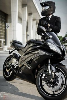 nice riding 2 work w/a suit and tie on a (Yamaha motorcycle Yamaha R6, Ducati, Honda Cx500, Cool Motorcycles, Triumph Motorcycles, Bobbers, Moto Design, Outdoor Fotografie, Gp Moto