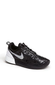 Nike 'Roshe Run' Sneaker. I NEED them.
