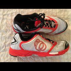 Pearl iZUMi Women's Streak II Running Shoe Sz. 9.5 Worn once. Like new Pearlizumi Shoes Athletic Shoes