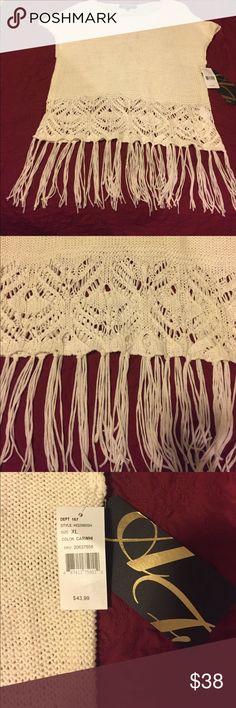 NWT SWEATER Crocheted and fringed sleeveless sweater.  Smoke-free home 🏡 Sweaters Crew & Scoop Necks