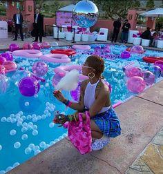 Pool party ?  @daDollhouse
