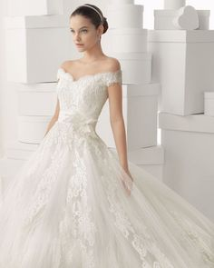 Rosa Clara 2014 Bridal Collection. Can we all take a moment to appreciate how stunning this dress is?