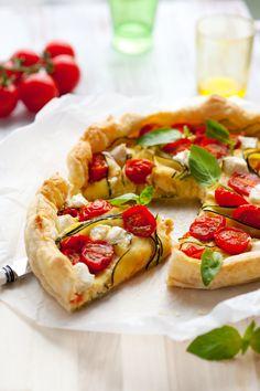 Savez-vous quels sont les fruits et légumes de juin ? Et ceux à privilégier ? 🤔  Petit état des lieux des fruits et légumes à privilégier sur l'étal du marché ! 😋  #fruits #légumes #saison #juin #healthyfood #alimentationsaine #diététique #pertedepoids #minceur #régime Mini Quiche Recipes, Puff Pastry Recipes, Savoury Recipes, Vegetable Quiche, Vegetable Recipes, Puff Pastry Quiche, Healthy Quiche, Easy Quiche, I Foods