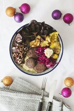 An Weihnachten kommt traditionell meistens Fleisch auf den Teller. Ist das nicht langweilig? Dieses Weihnachtsmenü verzichtet auf Tier, aber nicht auf Glanz und Gloria.