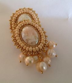 Aretes en embroidery