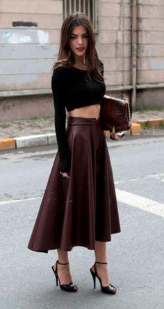 Cropped top noir avec jupe midi en cuir bordeaux - maritsa.co Reines Du  Shopping c39908f59243