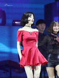 Peplum Dress, Ruffle Blouse, Celebrity Makeup, Korean Women, Retro, Kpop Girls, Asian Beauty, Singer, Female