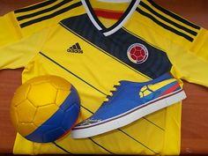 Amarillo, azul y rojo la bandera de nuestra patria.