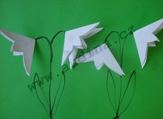 Skládaná sněženka z papíru Art For Kids, Plant Leaves, Crafts For Kids, Activities, Spring, Flowers, Plants, Diy, Crafting