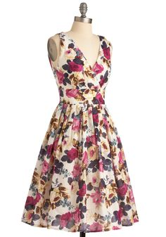 Glamour Power to You Dress in Roses | Mod Retro Vintage Dresses | ModCloth.com