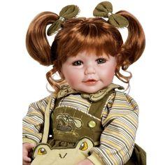 Bestelnr . AD09  Adora. Levensechte pop Workout Chic is een plaatje ! Haar lijfje is van stof , de armen , benen en hoofdje zijn gemaakt van hoogwaardig vinyl. Zij heeft prachtige bruine ogen en echte wimpers. Met mooie kwaliteit bruin haar en zij ruikt heerlijk naar baby poeder. Zij voelt als een echte baby en is ruim 50 cm groot.