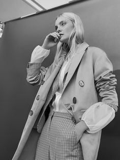 A woman in Suit - EDITORIAL - Massimo Dutti