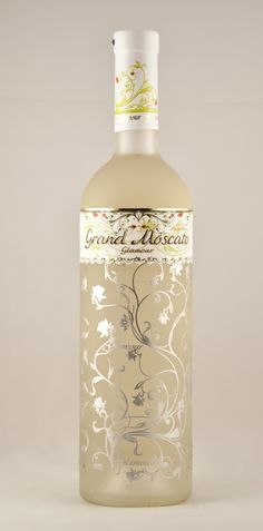 Product Name: Grand Moscato  Appelation: Moldova  Variety: Wine  Country of origin: Moldova, Republic of