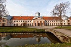 Pałac w Miliczu zbudowany w latach 1797-1798 wg projektu Carla Gottfrieda Geisslera dla rodziny von Maltzanów. Obecnie w pałacu mieści się szkoła.