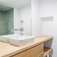 Hugo y eva salones de estilo minimalista de osb arquitectos minimalista | homify American Houses, Kitchen Storage, Bathroom Lighting, Sink, Vanity, Mirror, Furniture, Home Decor, Bathrooms