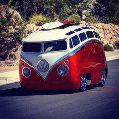 I doubt any parts on this beautiful Bus are made by Volkswagen. This thing is so Cool. Auto Volkswagen, Vw T1, Volkswagen Models, Cool Trucks, Cool Cars, Combi Ww, Vw Beach, Beach Wagon, Vw Camping