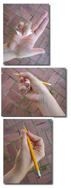 Para coger bien el lápiz (mejor con una pelotita)