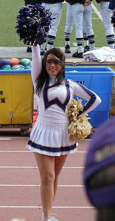 i like this picture Cheerleading Uniforms, Football Cheerleaders, Cheer Uniforms, College Cheer, Cheer Dance, Curvy Women Fashion, Sports Women, Cheer Skirts, Husky