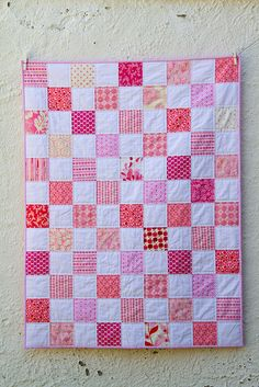 Pink squares Baby Quilt, could be done in blue for a baby boy Pink Quilts, Baby Girl Quilts, Lap Quilts, Girls Quilts, Small Quilts, Quilting Projects, Quilting Designs, Sewing Projects, Doll Quilt