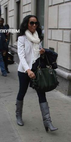 Kerry Washington styling a white scarf