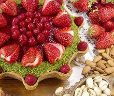 グランフロント大阪店|メニュー|こだわりのタルト、ケーキのお店。 キルフェボン金平糖型 赤いフルーツとピスタチオフィナンシェのタルト
