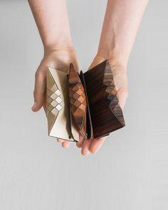 Interview : Orli Tesler et Itamar Mendelovitch designers textile de bois Wooden Purse, 3d Laser, Wood Creations, Deco Design, Textiles, Leather Design, Leather Working, Design Process, Laser Cutting