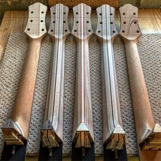 The middle neck reminds me of a skateboard. The middle neck reminds me of a skateboard. Custom Acoustic Guitars, Best Acoustic Guitar, Cool Guitar, Guitar Kits, Guitar Shop, Guitar Body, Guitar Neck, Guitar Crafts, Archtop Guitar