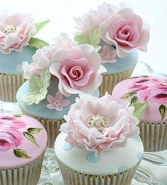 Já pensou em ter essa perfeição em forma de cupcakes na sua próxima festa? Muito lindo e super delicado! Imagem @lesleamatsiscakes 💖💖💖💖💖 #festejarcomamor #festasinfantis #festa #festadeaniversario #chadebebe #babyshower #batismo #batizado #batizadodemenina #shabbychic #cupcakes #docespersonalizados #docesdecorados #docesdefesta #docinhos #doces #noivado #bodas #miniwedding #weddingdays #weddingideas