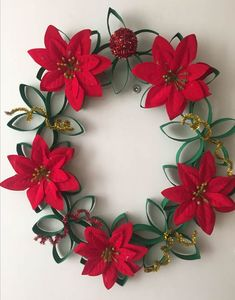 35 Adorable Christmas Craft Ideas That Bring The Holiday Spirit Into Your House Christmas Gift Themes, Cork Christmas Trees, Easy Christmas Decorations, Christmas Gift Wrapping, Christmas Wreaths, Christmas Crafts, Handmade Christmas, Christmas Ornaments, Paper Towel Roll Crafts
